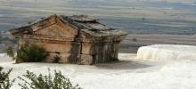 Tomb_submerged_in_a_travertine_pool_in_Pamukkale.jpg